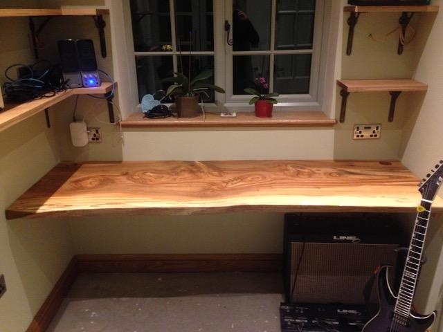 Beautiful desk made from an Elm plank 2